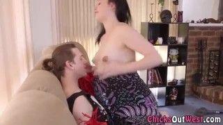 Comendo a namorada grávida branquinha